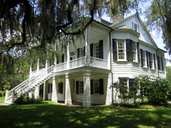 Good File:grove Plantation House - Wikimedia Commons The Plantation House Pic